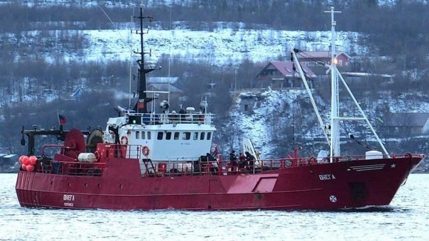 Barco de pesca ruso Onega.