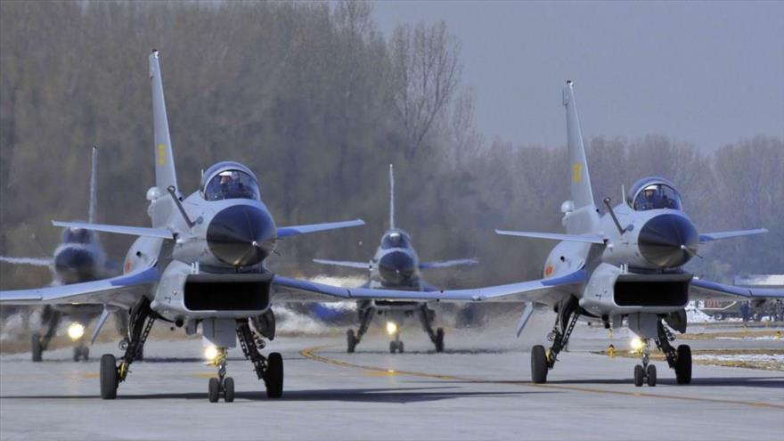 Cazas Chengdu J-10 de la Fuerza Aérea de China.