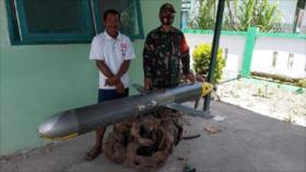 Fotos: Un hombre indonesio pesca un dron submarino chino