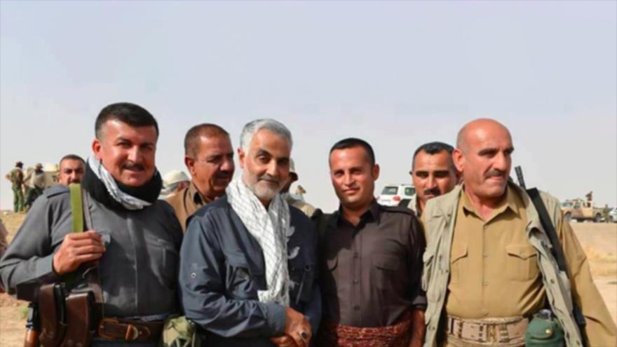 El comandante de la Fuerza Quds, del CGRI de Irán, el teniente general Qasem Soleimani, y los combatientes kurdos durante una operación militar en Irak.