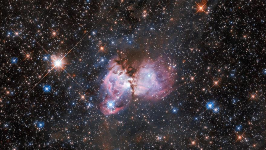Una foto publicada por la agencia Espacial Europea de una región del espacio llamada LHA 120-N150, 18 de marzo de 2020. (Foto: AFP)