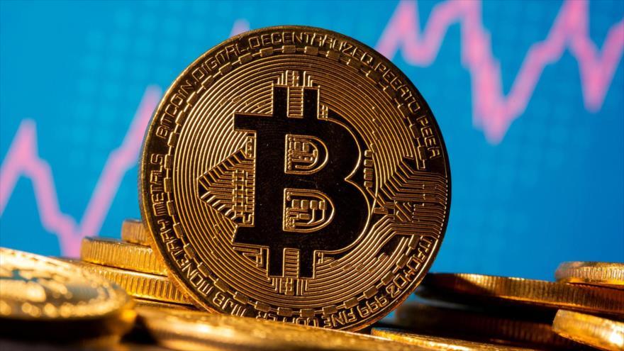 Representación de la moneda virtual Bitcóin frente a un gráfico, en una ilustración tomada el 19 de noviembre de 2020. (Foto: Reuters)