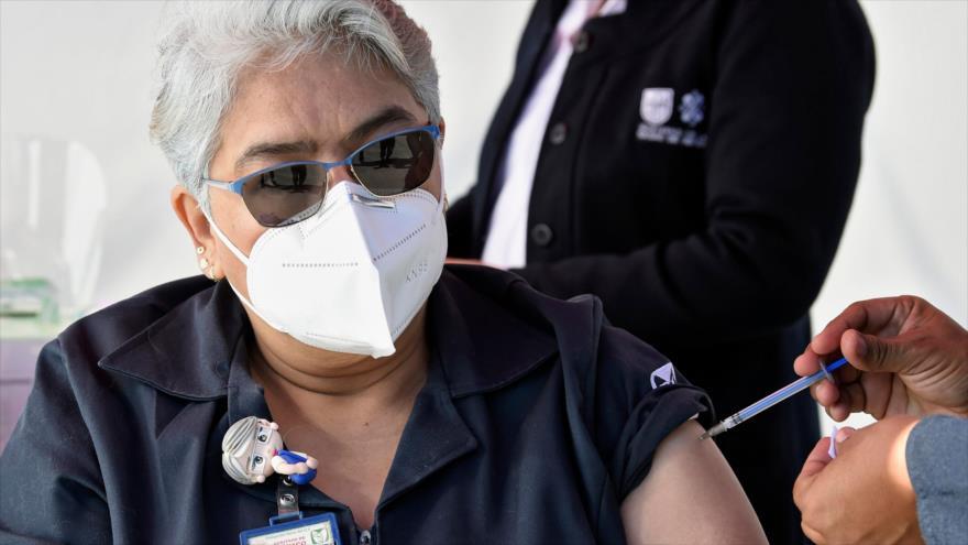 Doctora en México sufre reacción tras recibir vacuna de Pfizer | HISPANTV