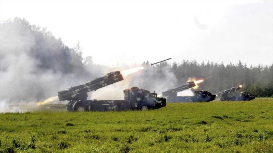 Varios sistemas de lanzacohetes durante las maniobras Zapad-2017, en un lugar no revelado en Bielorrusia, 17 de septiembre de 2017. (Foto: Reuters)