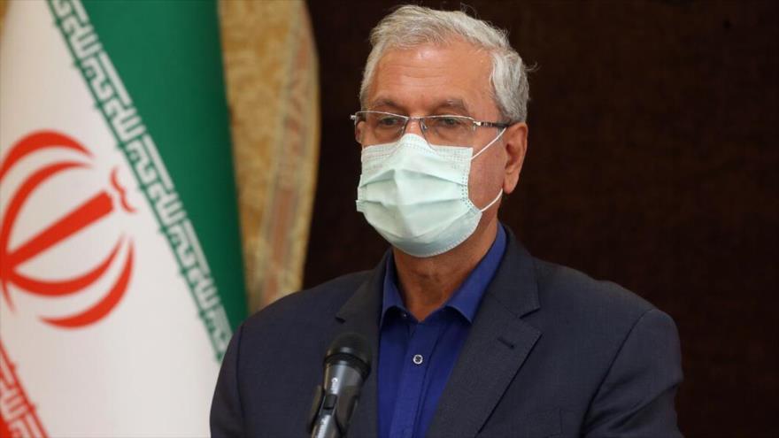 El portavoz del Gobierno iraní, Ali Rabiei, habla con la prensa en Tehéran, la capital.