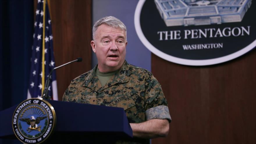Kenneth F. McKenzie, jefe del Comando Central de EE.UU., habla con la prensa en el Pentágono, en Arlington (Virginia), 13 de marzo 2020. (Foto: AFP)