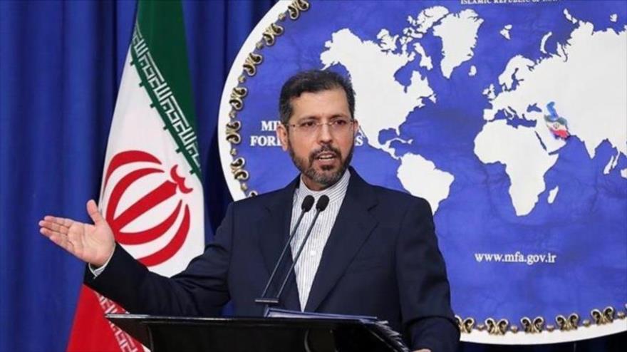 El portavoz de la Cancillería iraní, Said Jatibzade, durante una rueda de prensa en Teherán, la capital.