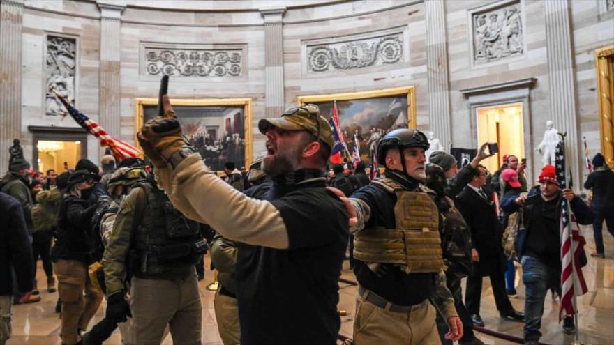 Dimisiones en cadena: Abandonan a Trump tras asalto al Capitolio | HISPANTV