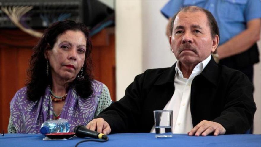 Presidente de Nicaragua, Daniel Ortega, y su vicepresidenta, Rosario Murillo, en una ronda de diálogos con la oposición. (Foto: Reuters)