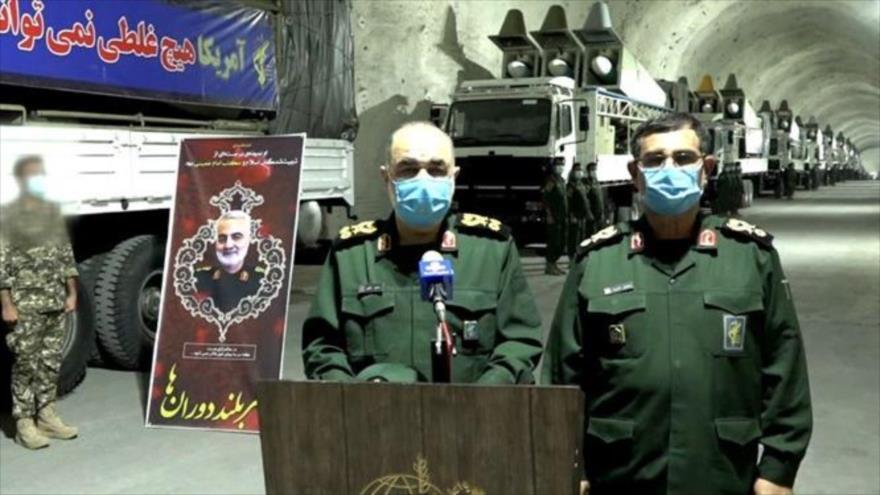 El general de división del CGRI, Hosein Salami, ofrece un discurso en su visita realizada a un complejo subterráneo de la Fuerza Naval del ente en Bandar Abas, 8 de enero de 2021.