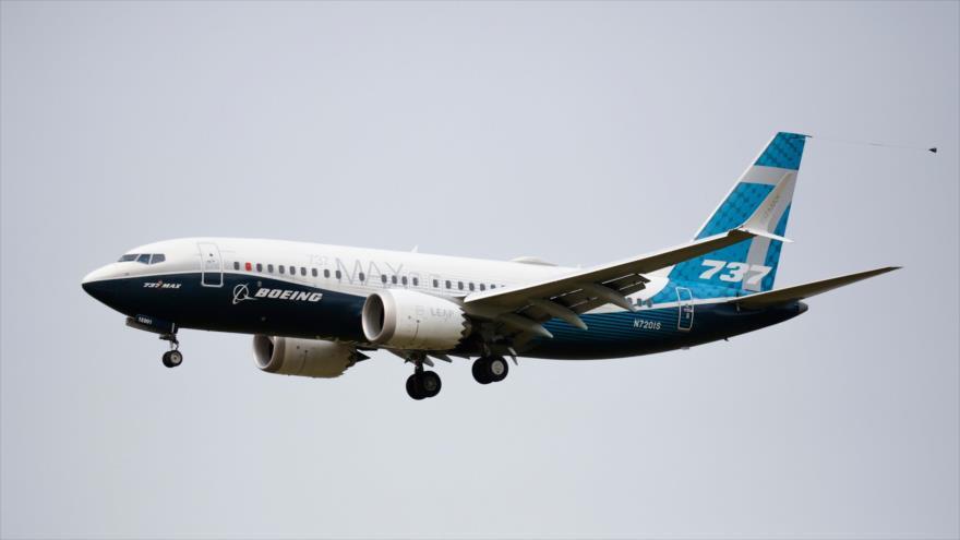 Un Boeing 737 MAX pilotado aterriza luego de un vuelo de evaluación en el Boeing Field en Seattle, Washington, 30 de septiembre de 2020. (Foto: AFP)