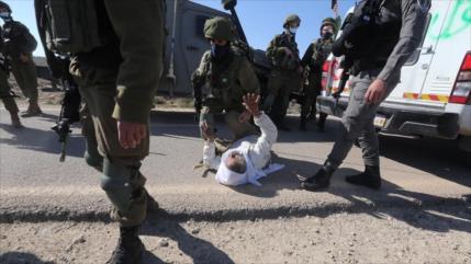 Fuerzas israelíes hieren a un anciano y un paramédico palestinos