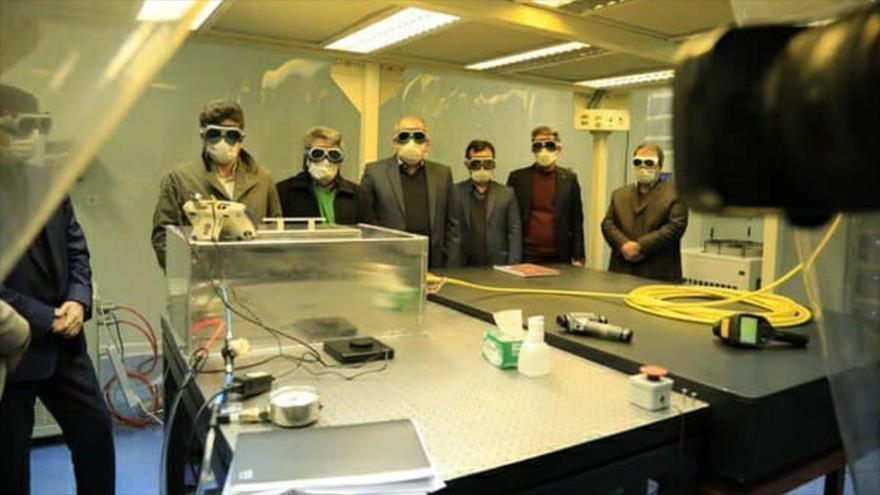 La prueba en caliente del láser de ultra potencia de 10 kw en el Centro Nacional de Ciencia y Tecnología Láser de Irán, 9 de enero de 2021.