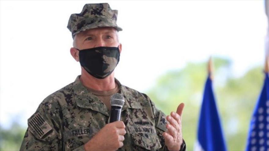 El jefe del Comando Sur de EE.UU., Craig Faller, durante una visita a Honduras, octubre de 2020.