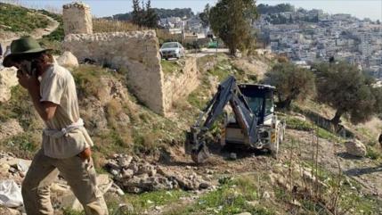 Excavadoras israelíes demuelen tierras al sur de Mezquita Al-Aqsa