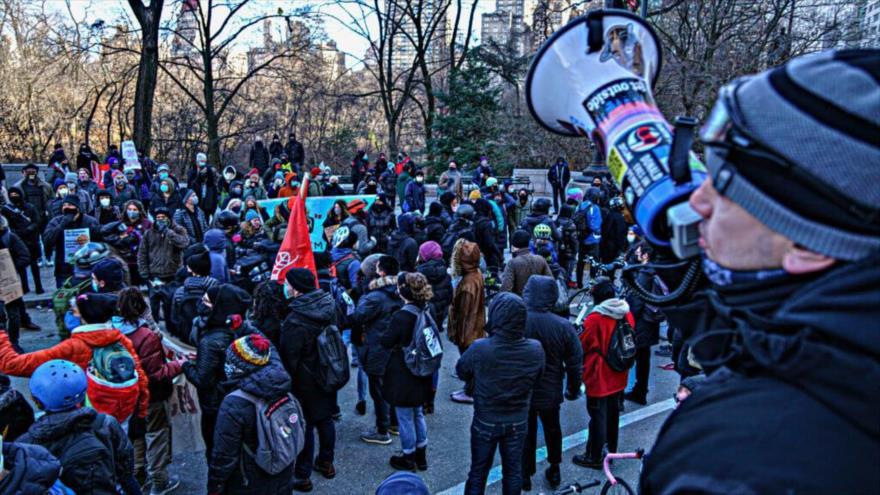 Estadounidenses salen a las calles para pedir destitución de Trump | HISPANTV