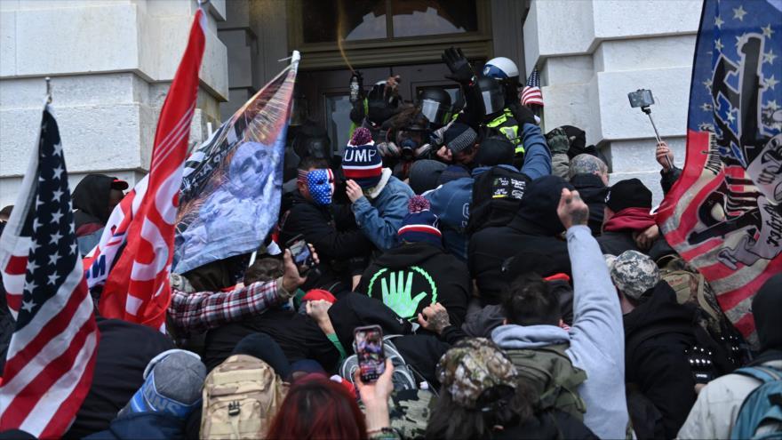 FBI alerta de protestas armadas frente a 50 capitolios estatales | HISPANTV