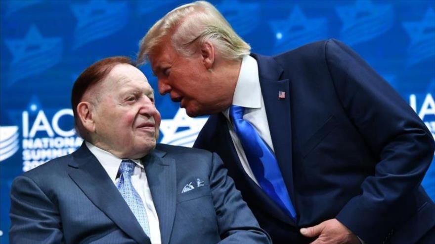 El magnate sionista Sheldon Adelson (izq.) y el presidente de EE.UU., Donald Trump.