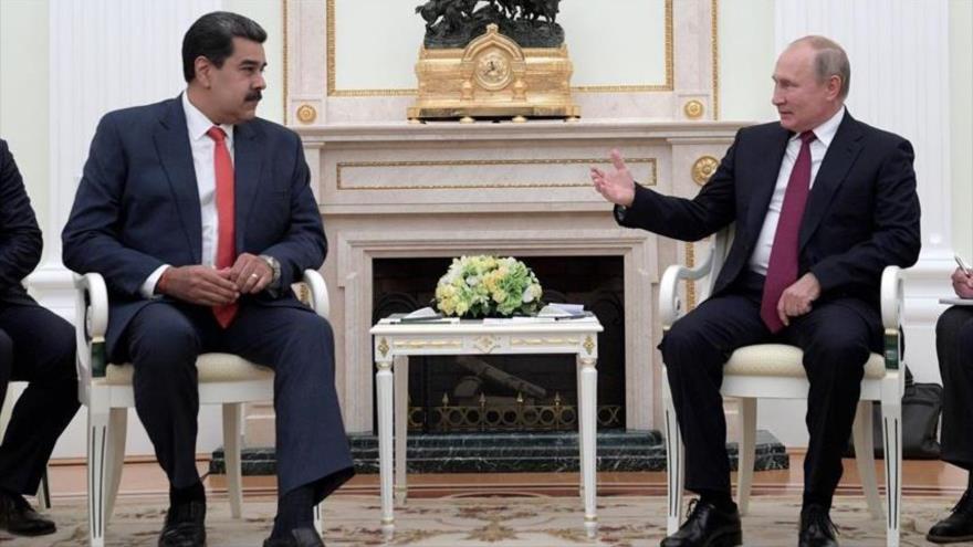 El presidente ruso Vladimir Putin (drcha.) y su homólogo venezolano, Nicolás Maduro, en Moscú, Rusia, 25 de septiembre de 2019. (Oficina de prensa del Kremlin)