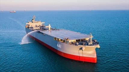 Vídeo: Irán exhibe su buque base, el más grande en Asia Occidental