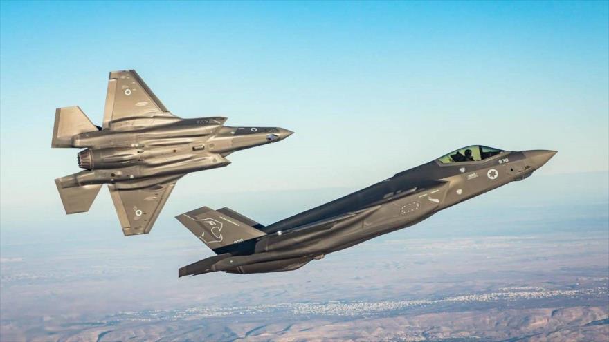 Los aviones de combate F-35 israelíes sobrevuelan el sur de los territorios ocupados palestinos, enero de 2020.