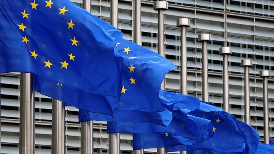 Banderas de la Unión Europea (UE) junto a la Comisión Europea (CE). (Foto: AFP)