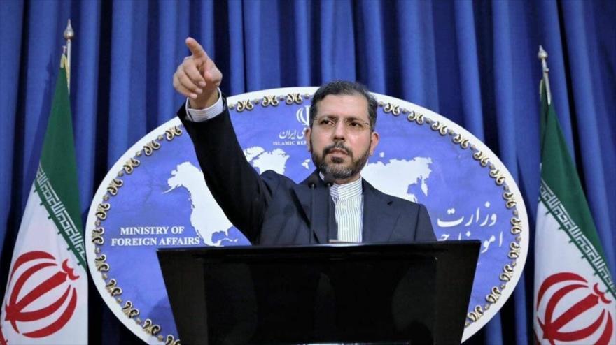 El portavoz de la Cancillería de Irán, Said Jatibzade, en una rueda de prensa concedida en la capital persa, Teherán.