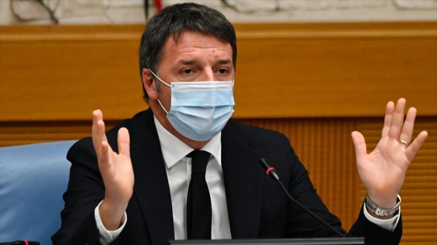 El ex primer ministro italiano y el líder de Italia Viva, Matteo Renzi, en una rueda de prensa en Roma (capital), 13 de enero de 2021.