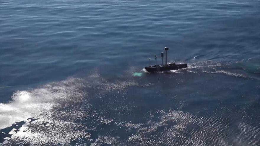 Irán lanza torpedos por primera vez desde el submarino Fateh