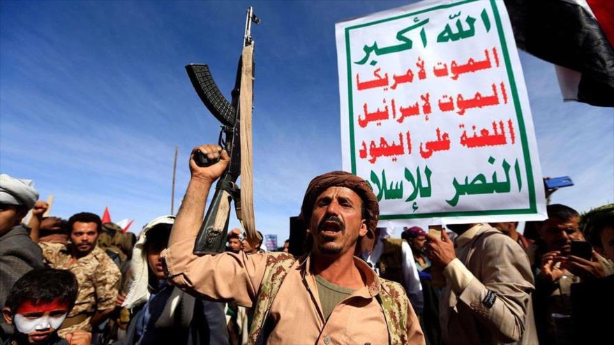 Partidarios del movimiento popular yemení Ansarolá durante una manifestación contra las agresiones de la coalición saudí.
