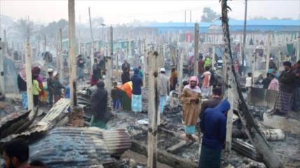 Enorme fuego arrasa campos de refugiados Rohingya en Bangladés