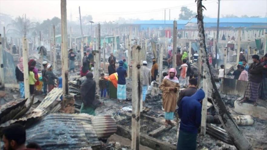 Fotos: Enorme fuego arrasa campos de refugiados Rohingya en Bangladés
