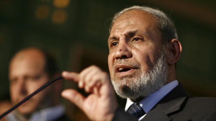 Mahmud al-Zahar, miembro del comité político del Movimiento de Resistencia Islámica de Palestina (HAMAS), habla durante un acto.