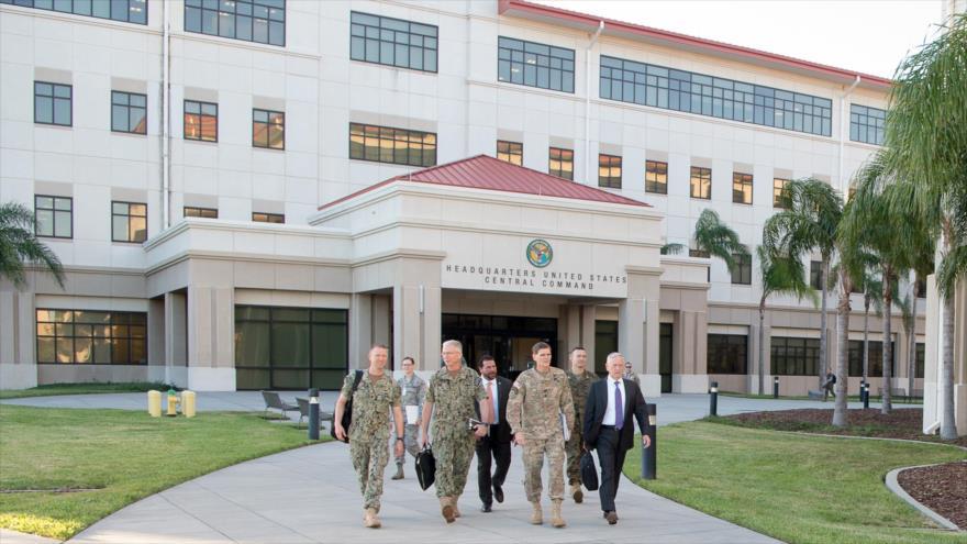 El exsecretario de Defensa de EE.UU., Jim Mattis, visita la sede central del Centcom en la base aérea MacDill en Tampa, Florida, 12 de octubre de 2017.