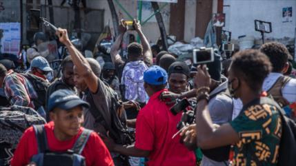Miles de haitianos protestan para exigir dimisión del presidente