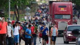 Migrantes rompen barrera policial en Honduras y se dirigen hacia EEUU
