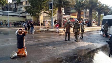 Vídeo: Fuertes choques entre manifestantes y la Policía de Chile