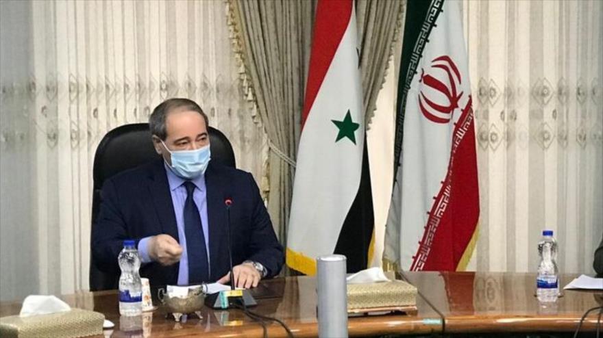 El canciller de Siria, Faisal al-Miqdad, en una reunión en Teherán, 8 de diciembre de 2020.
