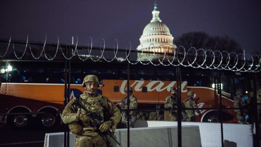Soldados desplegados fuera del Capitolio de Estados Unidos, 15 de enero de 2021. (Foto: AFP)