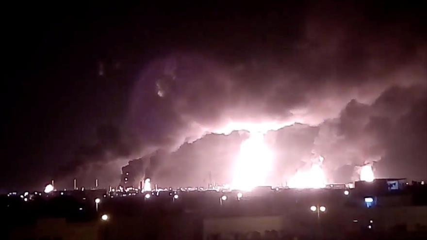 Ataque de Yemen contra instalaciones de la petrolera saudí Aramco en Buqayq, 14 de septiembre de 2019. (Foto: Reuters)