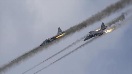 Siria y Rusia aplastan posiciones de Daesh en el centro sirio