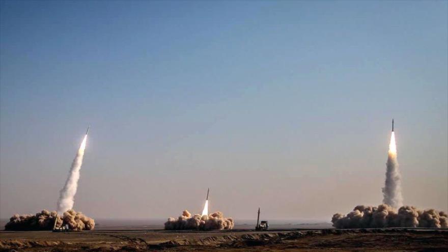 Fuerzas Armadas de Irán lanzan misiles balísticos durante unos ejercicios militares, 16 de enero de 2021. (Foto: Fars)