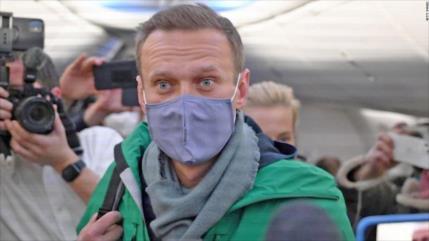Opositor ruso Navalni es detenido en el aeropuerto de Moscú