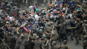 Guatemala reprime a migrantes hondureños con gases lacrimógenos