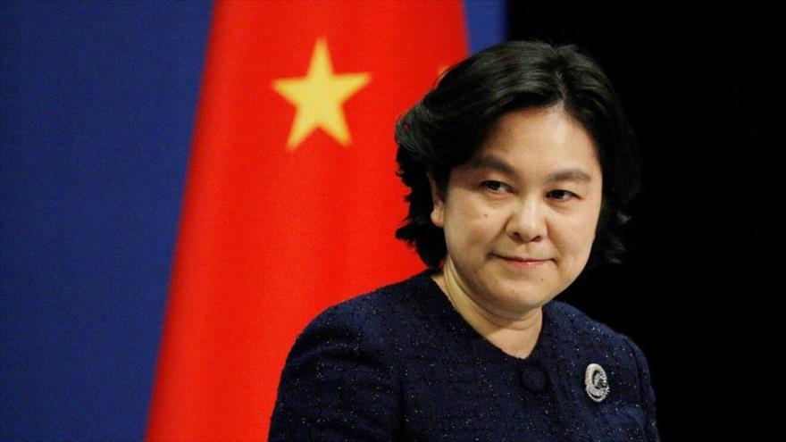 La portavoz de la Cancillería de China, Hua Chunying, ofrece una conferencia de prensa en Pekín, capital china.