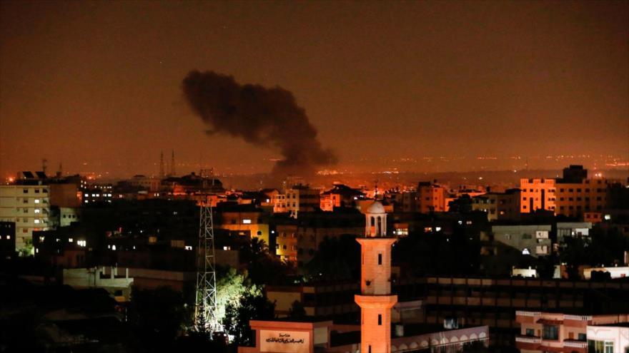 Columna de humo tras un ataque de Israel contra la Franja de Gaza, 26 de diciembre de 2020. (Foto: AFP)