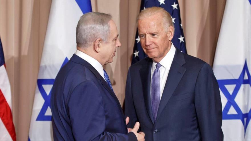 El premier israelí Benjamín Netanyahu (izda.) y el nuevo presidente de EE.UU., Joe Biden, en el Foro de Davos, Suiza, 21 de enero de 2016. (Foto: AP)