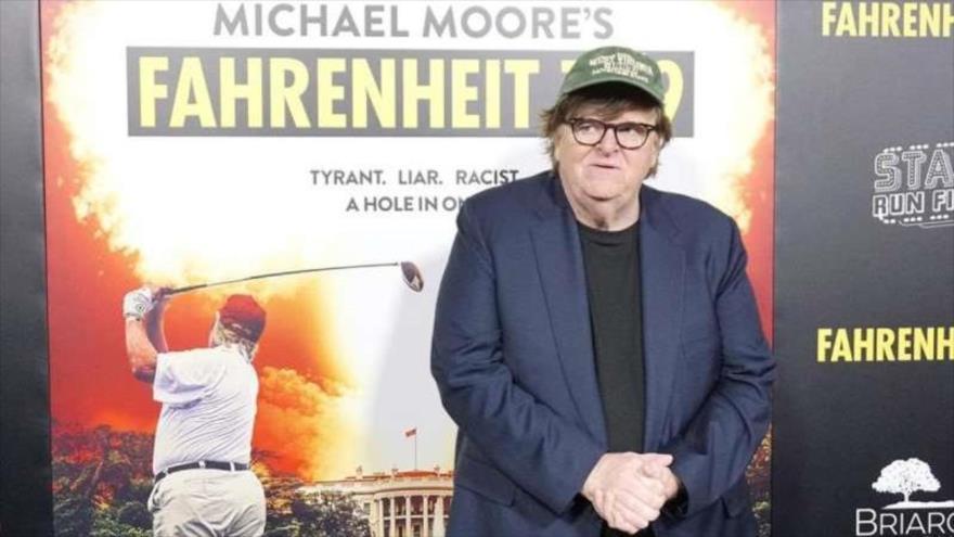 El cineasta Michael Moore en la presentación de su documental Fahrenheit 9/11 en el que critica al expresidente de EE.UU. Donald Trump.