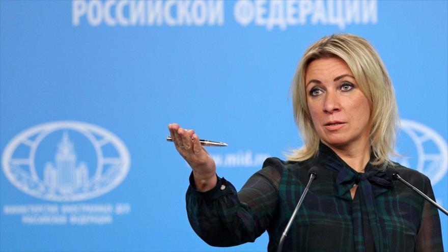 La portavoz de la Cancillería rusa, María Zajaróva, en una rueda de prensa en Moscú, capital de Rusia, 15 de octubre de 2020. (Foto: TASS)