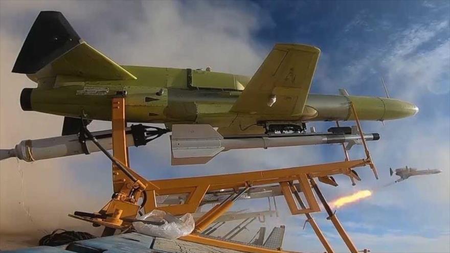Ejército iraní exhibe sus últimos aviones no tripulados (drones) en una maniobra, 5 de enero de 2021. (Foto: Tasnim)